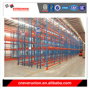 Double deep storage rack for industrial pallet