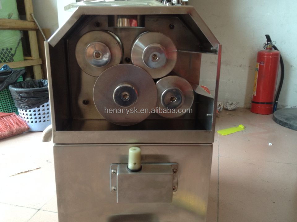 L100B 4 Roller Sugarcane Extractor Sugar Cane Crusher Electric Manual Juicer