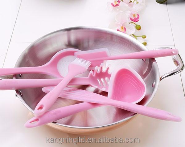 Ustensiles de cuisine en silicone rose accessoires de for Ustensile cuisine rose