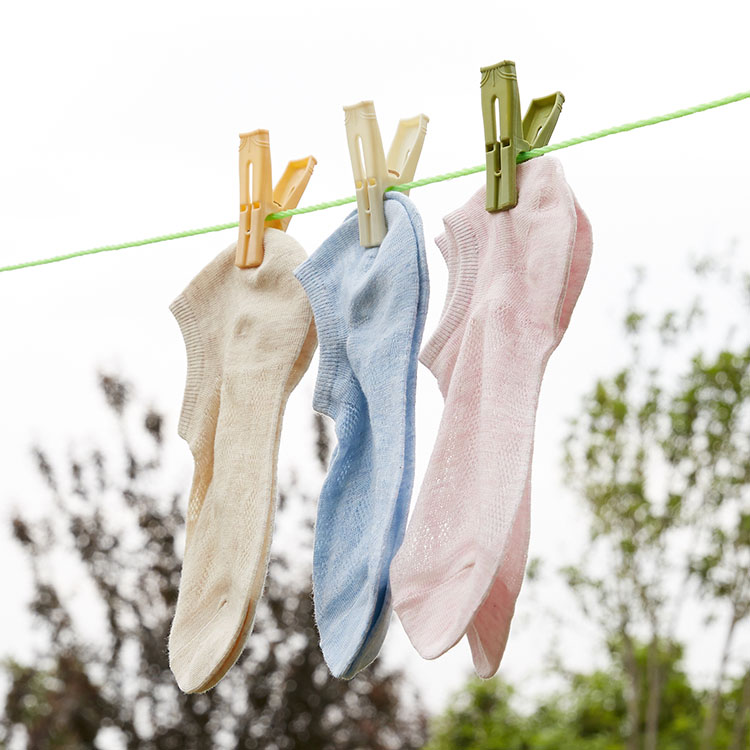 Lightweight Convenient Plastic Clothes Clip Pegs Polyester Rope For Outdoor Drying