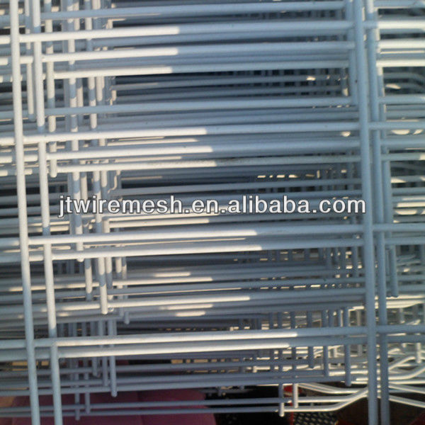 Rubber coated welded wire mesh for fencing
