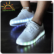 Shenzhen SHH Cokoo Alla Moda Led lampeggiante Shoelights Per Adulti con 7 Colori Outdoor Incandescente Formato 35-44 <span class=keywords><strong>Chaussure</strong></span>