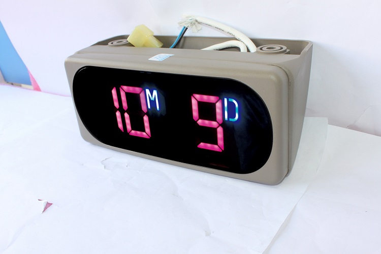 bus digital clock