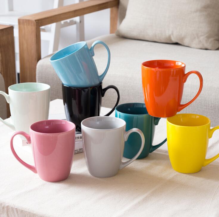 다채로운 세라믹 머그잔