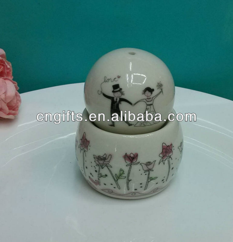 Wedding door gifts for guests ball shaped with decal Ceramic Salt and Pepper Shakers