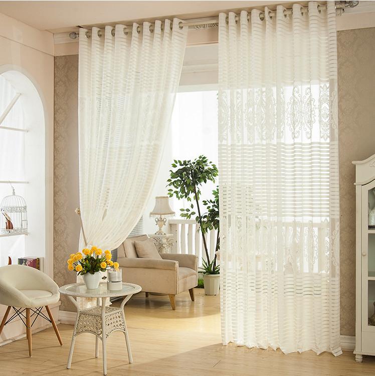 rideaux blanc dans salon avec des id es int ressantes pour la conception de la. Black Bedroom Furniture Sets. Home Design Ideas