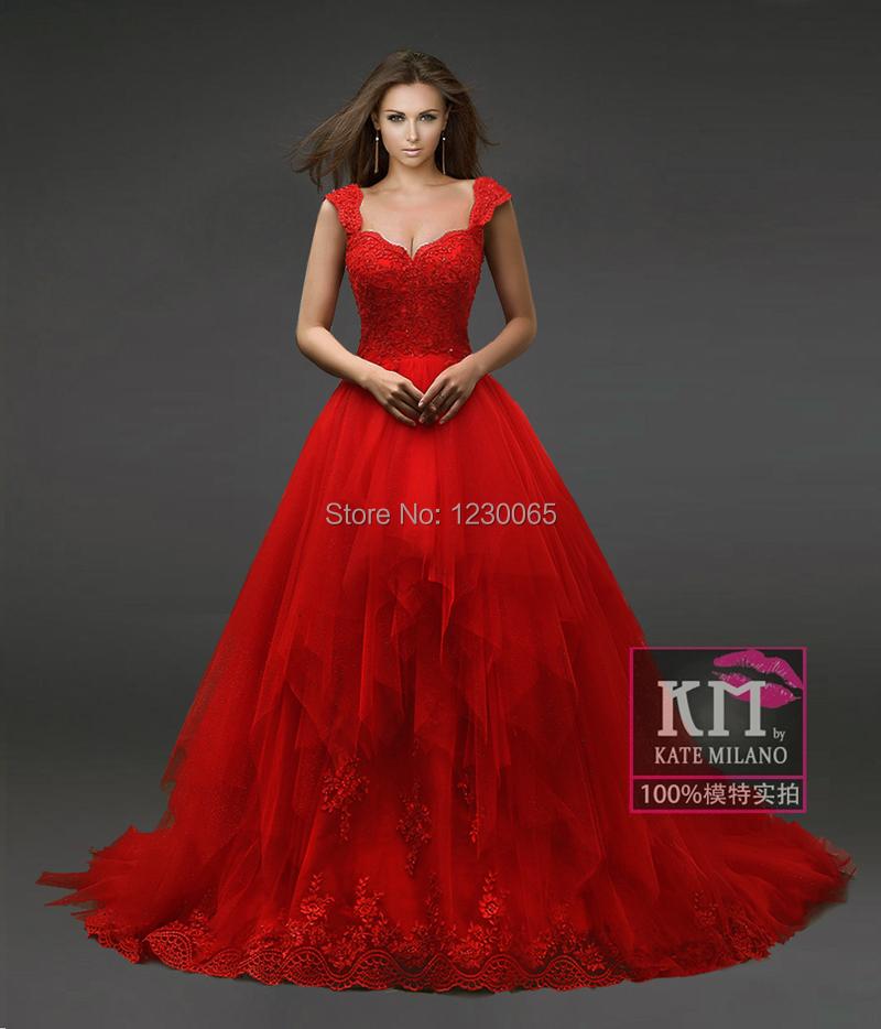 la mode des robes de france robe de mariee en dentelle rouge. Black Bedroom Furniture Sets. Home Design Ideas