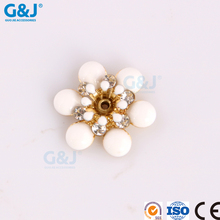 guojie brand yiwu factory middle of the small transparent chaton White round petals crystal
