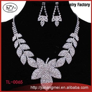 New Products 2015 Fashion Fower Shaped Pendant Stem Leaf Chain Necklace Earrings Set