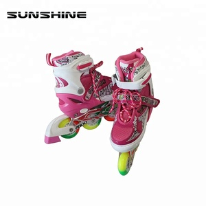 Safe and reliable four wheel inline roller skate shoes flashing roller skate shoes