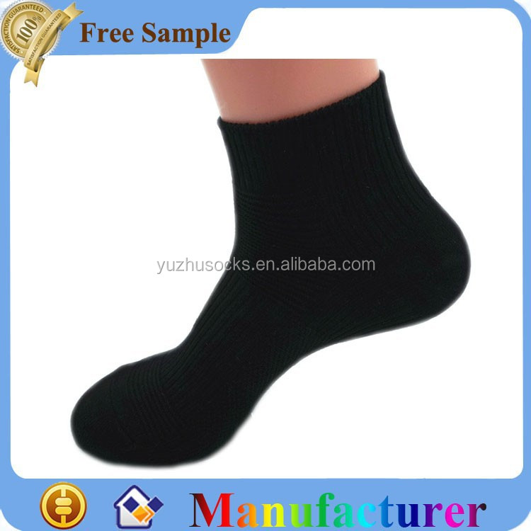 Young women trainer plain black tube sport socks