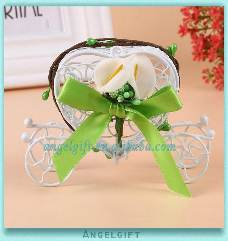 Wedding Favors Heart Green Flower Bud Green Butterfly Knot White Flower Metal Carriage Chocolate Box