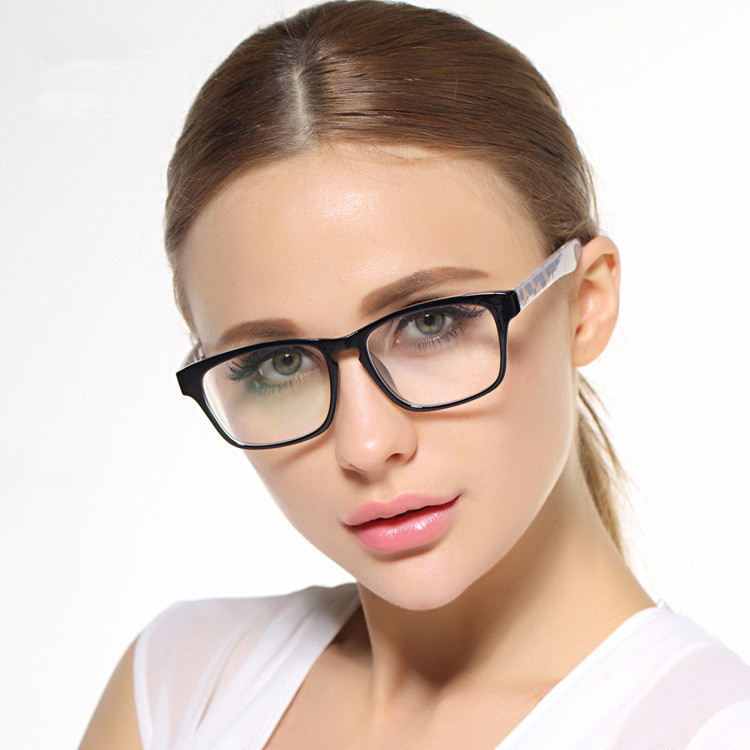 7a46719d3544 Ladies Stylish Eyeglasses