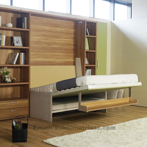 umklappen sofa wand bett klappbett mit sofa und b cherregal platzsparend sofa wand bett bett. Black Bedroom Furniture Sets. Home Design Ideas