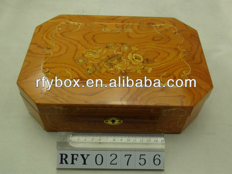 wooden veneer gift packaging box with lint inside