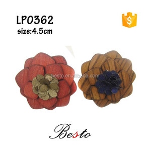 2016 rear attachment men suit wooden lapel pin with fabric flower center