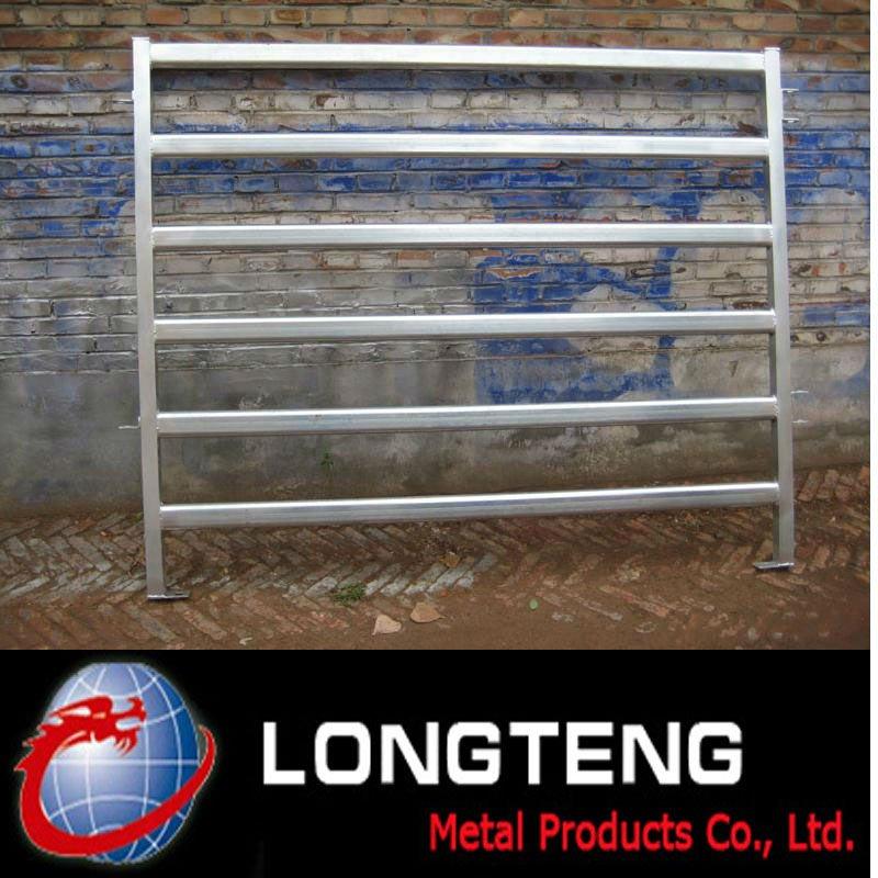installation de panneaux de clôture de bovins
