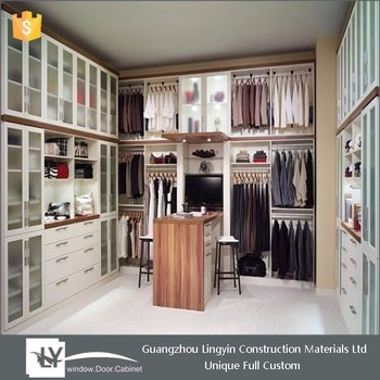 Charmant Walk In Bedroom Wall Wardrobe Design With Frosted Glass Door