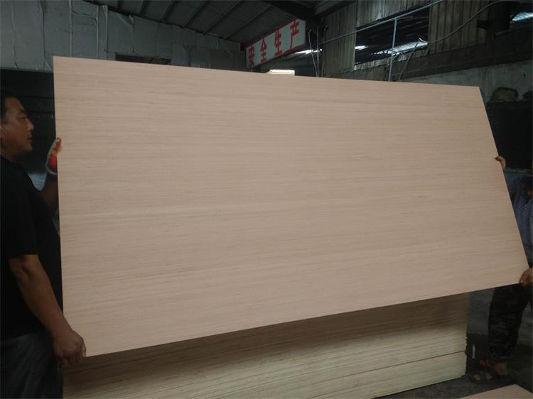 18mm Poplar Hardwood Combi Birch Core Engineered Wood Veneered Plywood