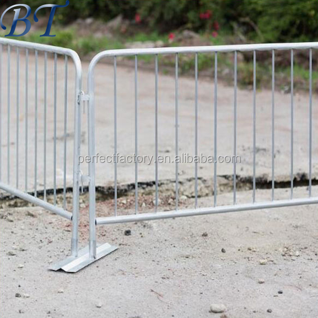 Lightweight Removable Road Metal Safety Barricade iron Crowd Control barrier /Traffic barrier