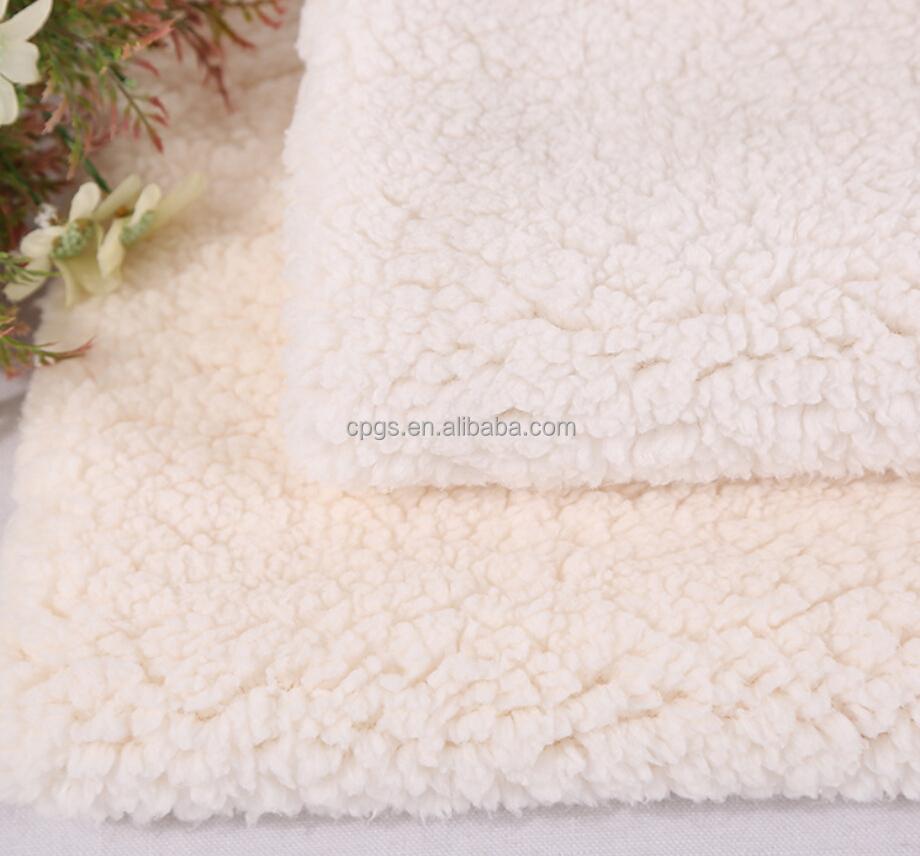 Tissu molletonné de Sherpa de polyester super doux de fabricant du marché de gros de la chine