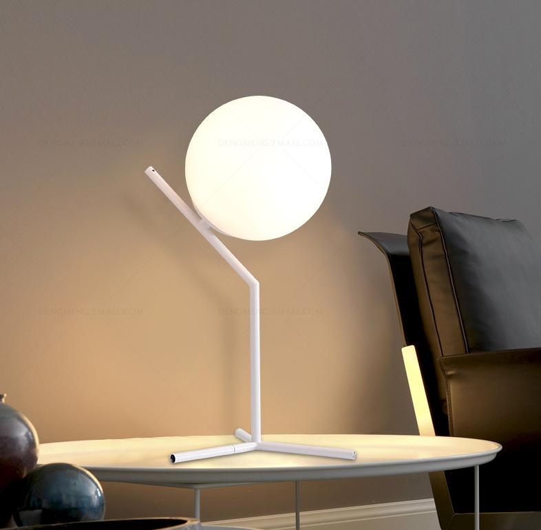 Moderna creativa bianco palla di vetro lampade da tavolo for Camera da letto e studio
