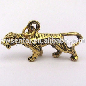 China manufacturer best selling zinc alloy antique gold plated tiger charm for bracelet