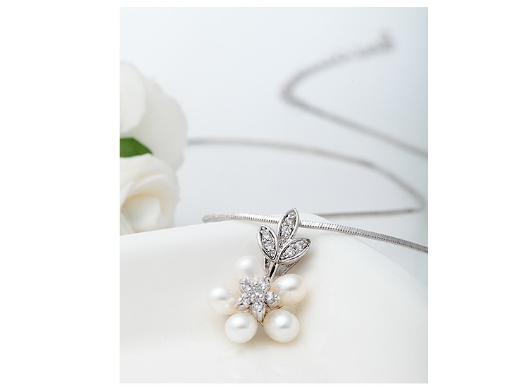 LUOTEEMI New Arrival Wholesale Elegant Fashion Women Luxury 5pcs Freshwater Pearl Flower Pendant Necklace Bijoux Bridesmaid Gift