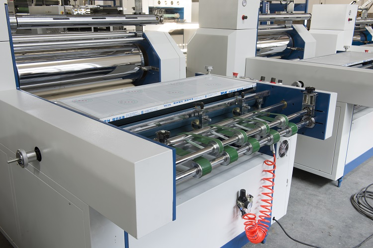 2018 Cheapest 700mm Width Semi-automatic Glueless And Thermal Film Laminating Machine(pneumatic dividing)