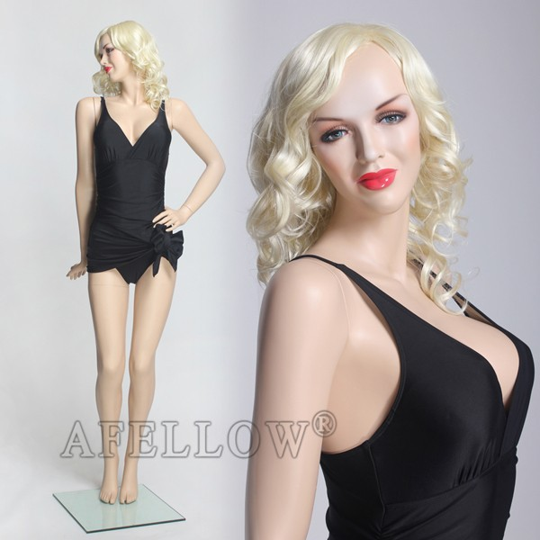 Her sexy female mannequin