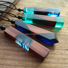 2017 YIWU Ocean hand fashionable resin wooden necklace hot sale wooden resin necklace mahogany wooden necklace fashion jewelry