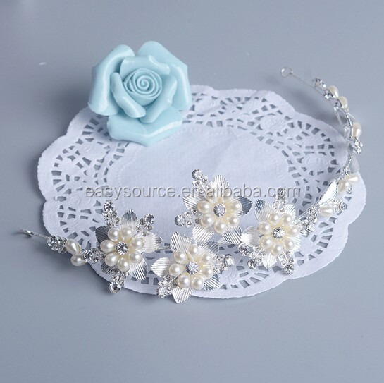 Customized floral design alloy personalized crystal and pearl handmake mini bridal hair piece tiaras crown