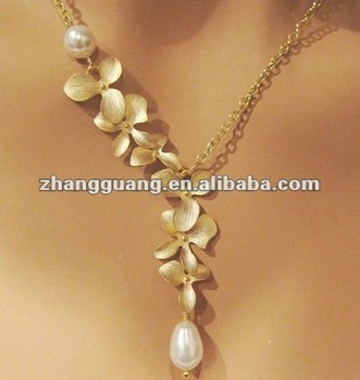 Fashion Orchids and Freshwater Pearl gold pendant necklace