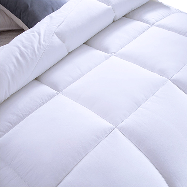 Wholesalers 4 Seasons Warm Breathable Hollowfiber Polyester Cover Quilt