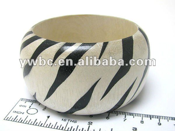 Wholesale round wooden zebra print bangle(B102087)