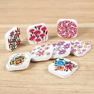 customized 30mm two hole square wooden button for decoration
