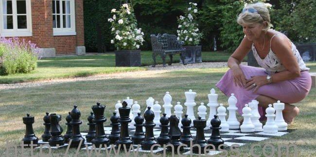 Juego de ajedrez gigante jard n al aire libre juegos de for Ajedrea de jardin