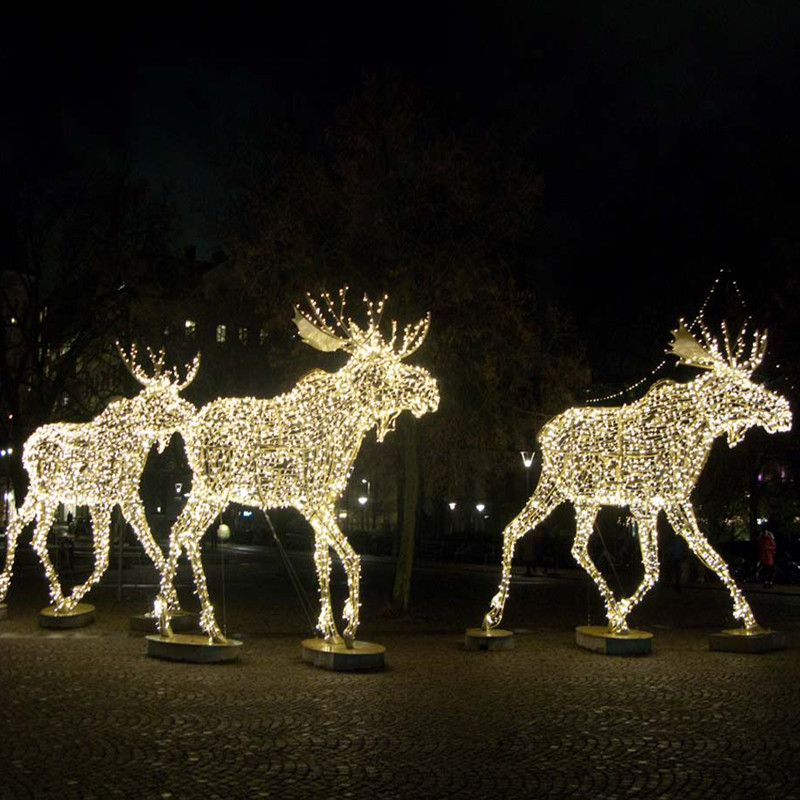 Giant Led Walking Moose Warm White