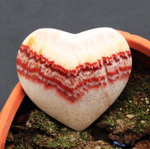 Wholesale Natural Pork Stone Banded palm stone Calcite Heart Shaped Healing Crystal Rocks