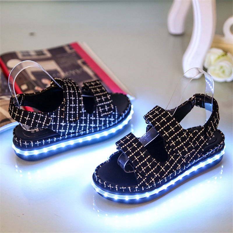 Latest wholesale summer ladies fancy <strong>sandal</strong> with led light