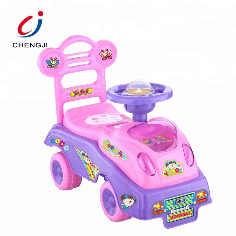 Vendita calda di plastica del bambino di scorrimento di colore rosa del fumetto auto giocattolo per bambini ride on car