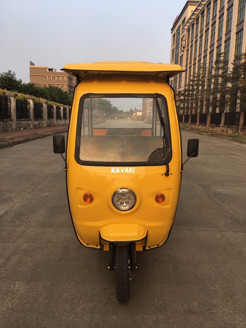 kavaki auto e rickshaw battery operated three wheeler. Black Bedroom Furniture Sets. Home Design Ideas