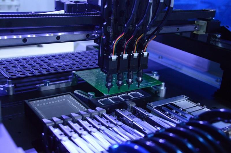 Uitstekende Vakmanschap Volledige Automatische LED/SMD Assemblage Lijn, vision BGA Pick & Place Machine met 50 Feeders en Vision SMT550