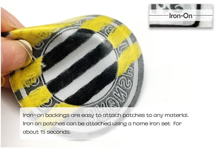 Parches de insignia de fábrica de hierro en el diseño de encargo del logotipo del nombre de la ropa parches de emblemas tejidos de damasco