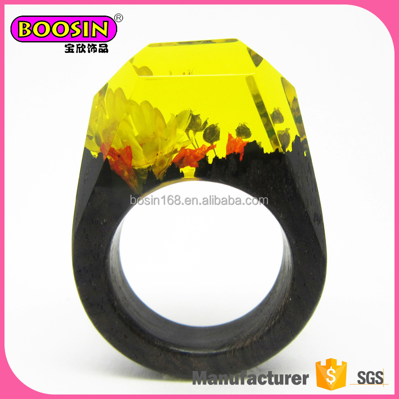 Fancy mini worlds into ring unique resin wood ring fashion landscape flower rings jewelry