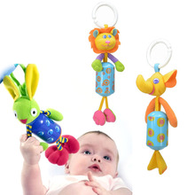 Barevná závěsná hračka pro děti