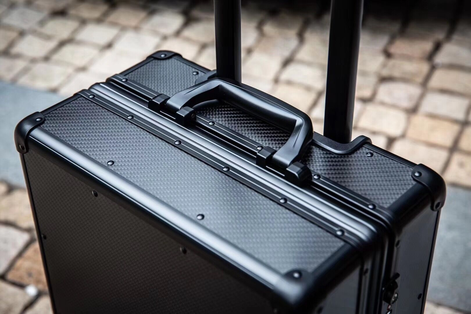 Factory Supply Carry-on Carbon Fiber Suitcase 5
