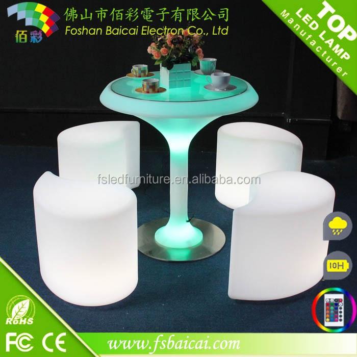 Plástico muebles de exterior mesa de cóctel bar luz LED sillas ...