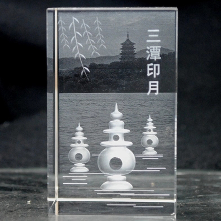The three dimensional model of the three pools is decorated in hangzhou west lake tourist souvenir crystal