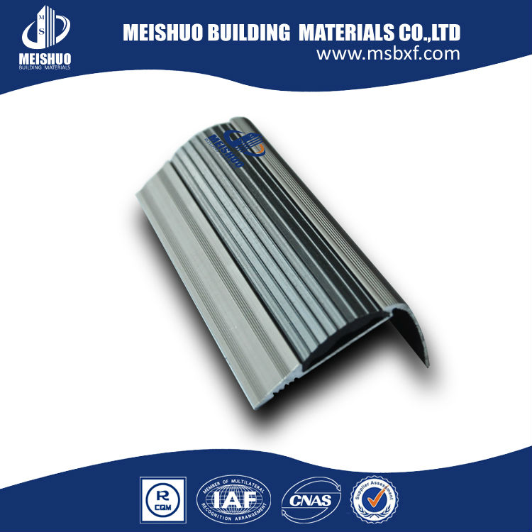 Mamperl n para borde de la escalera de aluminio for Fabrica escaleras aluminio